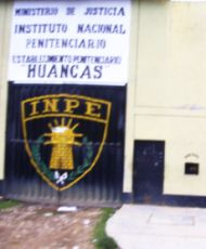 Eingang zum Gefängnis in Huancas (Chachapoyas/Amazonas). Foto: D. Raiser