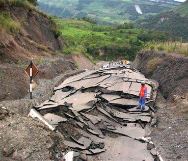 Aserradero: Straße nach dem Erdbeben. Bild: Stadtverwaltung Chachapoyas.