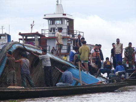 "Die ""Camila"" auf dem Amazonas. Bild: ANDINA"
