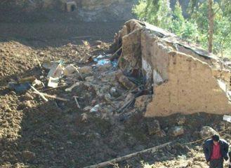 Zerstörtes Wohnhaus nach dem Erdrutsch. Foto: INDECI