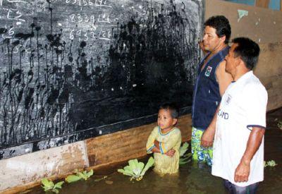 Klassenzimmer unter Wasser. Foto: INDECI.
