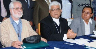 Vermittler Gastón Garatea und Miguel Cabrejos, Regionalpräsident Santos. Foto: Eduard Lozano / ANDINA.
