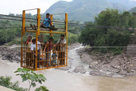 Bis zu einer Tonne: Seilbahn bei Tsuntsuna. Foto: Region Amazonas.