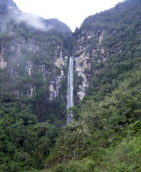 Von der Regenzeit aktiviert: Wasserfall nahe Jumbilla (Amazonas). Foto: D. Raiser / INFOAMAZONAS.