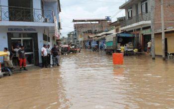 Stadtbücherei von Bellavista unter Wasser. Foto: INDECI.