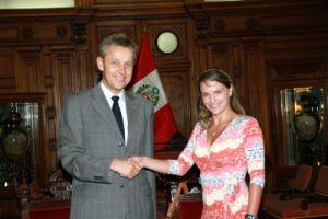Reinhold Lopatka und Luciana León im peruanischen Kongress. Foto: Prensa Congreso.
