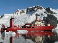 Forschungsschiff Humboldt in antarktischen Gewässern. Foto: ANDINA.